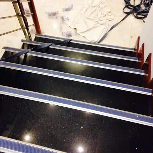 Nẹp chống trơn cầu thang được sử dụng như thế nào